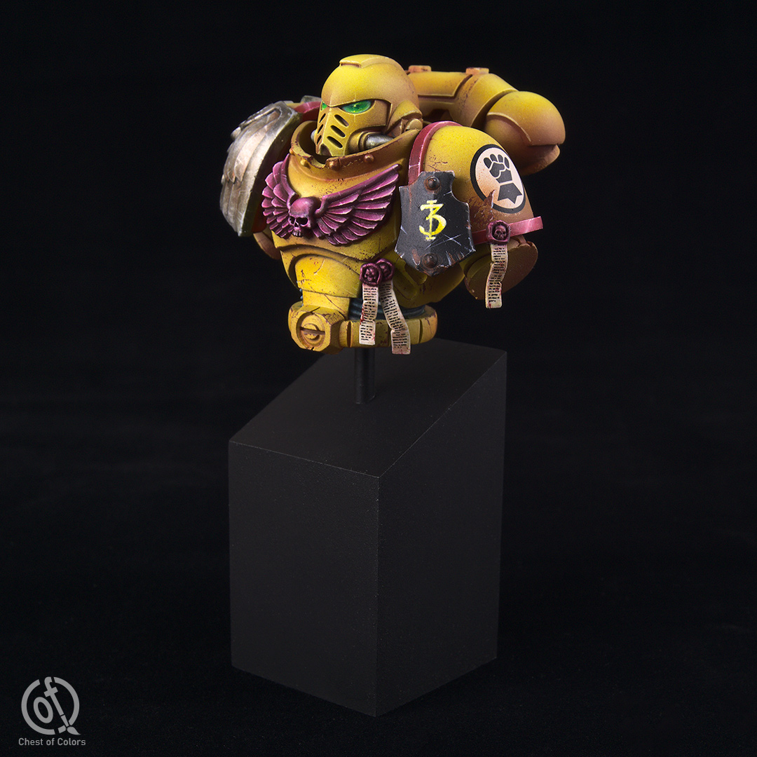 imperial-fists-space-marines-bust-7.jpg